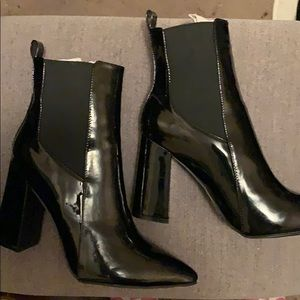 Ankle patent leather pointed toe boots